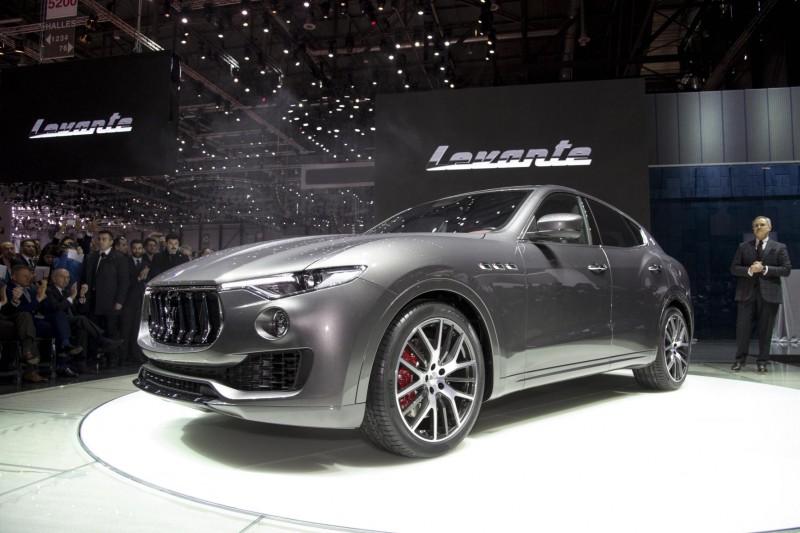 Maserati-Levante-unveil-4-800x533